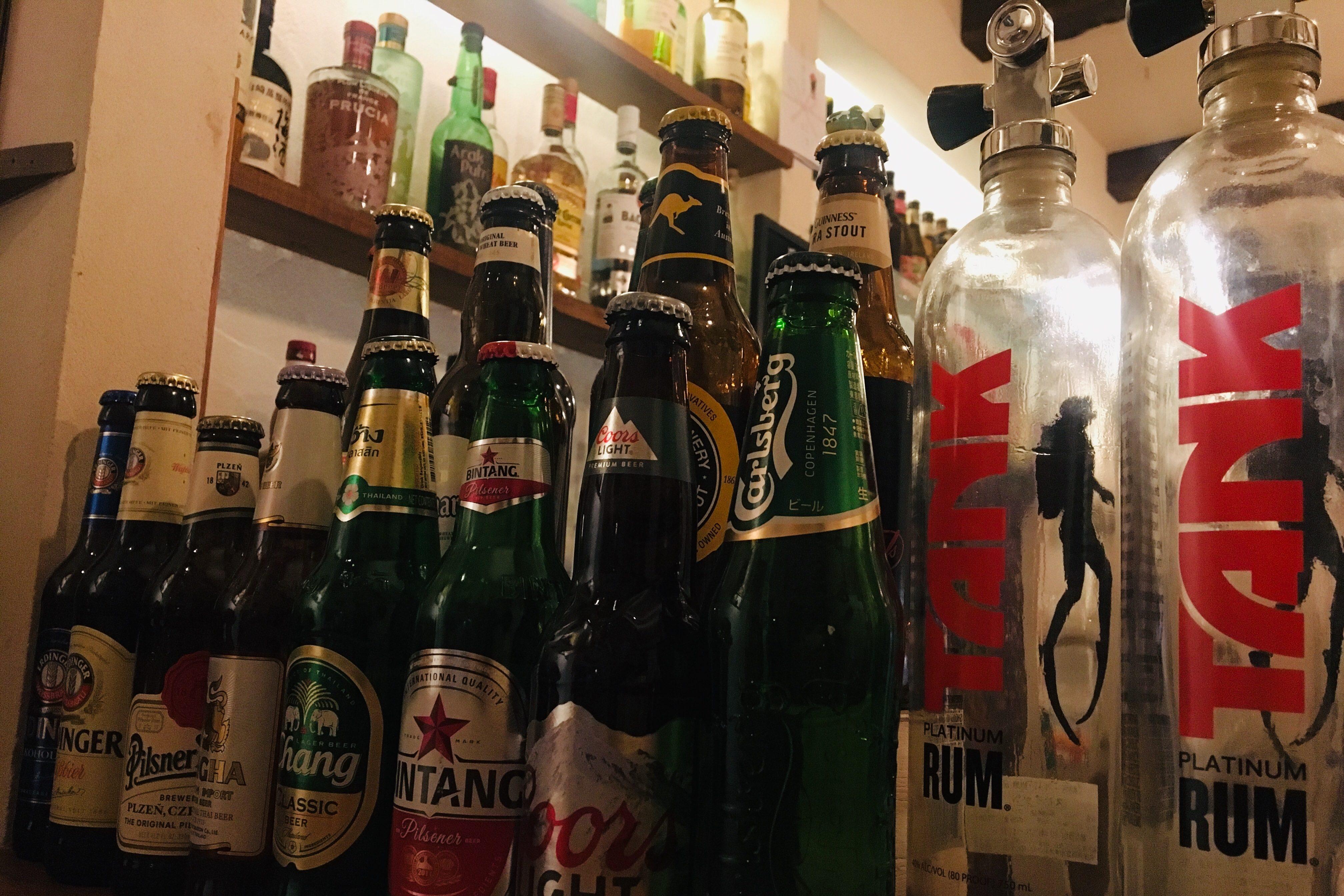世界各地の酒とつまみ